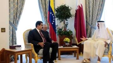 Venezuela's President Nicolás Maduro in a meeting in Qatar with Emir Tamin bib Hamad Al Thani (File photo)