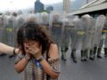 An opposition supporter reacts in front of Venezuelan National Guards in a rally to demand a referendum to remove President Nicolas Maduro in Caracas, Venezuela, May 11, 2016. REUTERS/Marco Bello     TPX IMAGES OF THE DAY      - RTX2DVSA