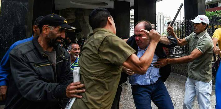 "Colectivos"", the Chavista equivalent of the Nazi Brown Shirts, attacked Congressman Julio Borges on June 9. (Twitter)"