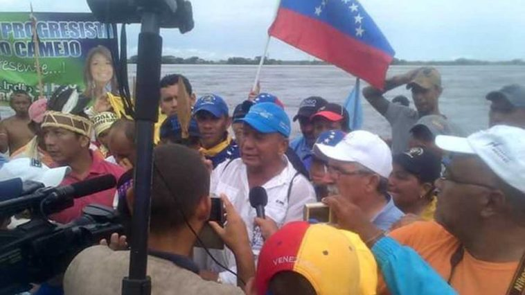 In words of one of the travelers, agents of the National Guard stopped them from taking a barge to cross the Orinoco River