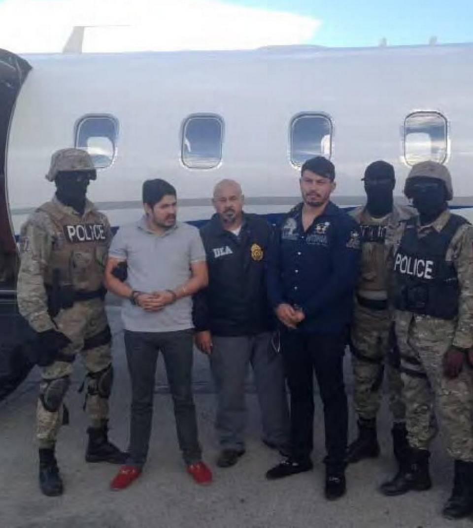 Efraín Campo Flores, segundo de la izquierda, y Franqui Francisco Flores (cuarto de izq. a der.) al ser arrestados en Haití en noviembre. U.S. Drug Enforcement Administration Read more here: http://www.elnuevoherald.com/noticias/mundo/america-latina/venezuela-es/article107488972.html#2#storylink=cpy