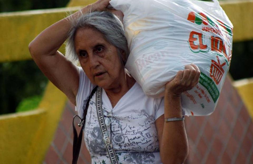 venezuelans-crossing-into-colombia1352