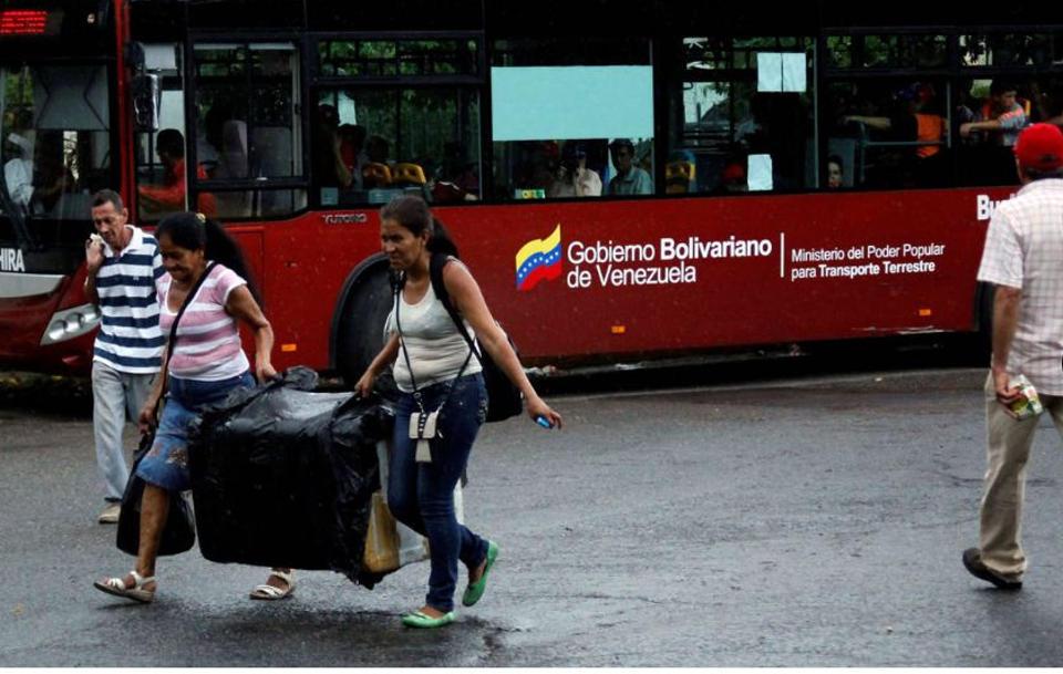 venezuelans-crossing-into-colombia1354