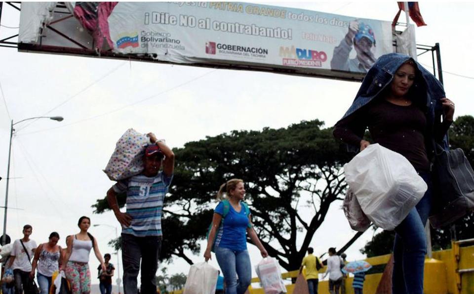 venezuelans-crossing-into-colombia1355
